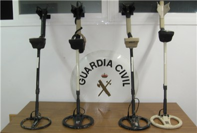 La guardia civil interviene varios detectores de metales - Normativa detectores de metales ...
