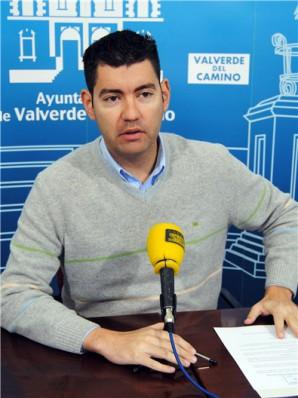Manuel-Cayuela-portavoz-del-equipo-de-Gobierno-durante-la-presentacion-de-la-mocion