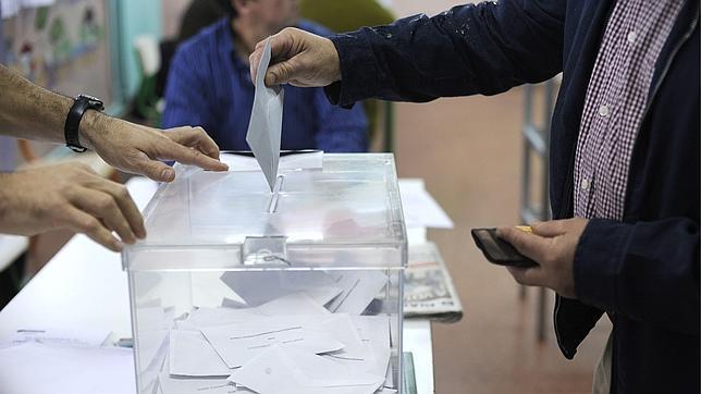 Resultado de imagen de votando