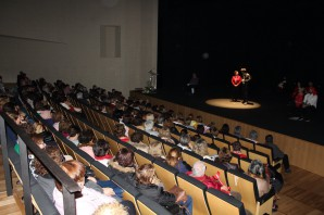 Más de 300 mujeres participan en esta actividad en el Teatro de Almonte
