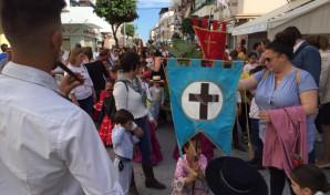 Ninos-de-Punta-Umbria-procesionan-a-la-Santa-Cruz-640x380